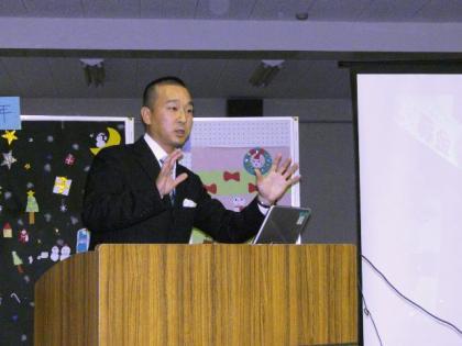 画像1 CBC中部日本放送の宮部和裕アナウンサーとラジオ局編成業務部の原さんが深川小学校に来てく